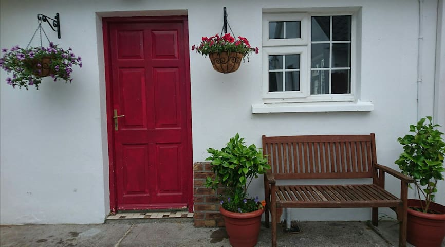 Cozy Ring of Kerry Cottage - Beaufort - Byt