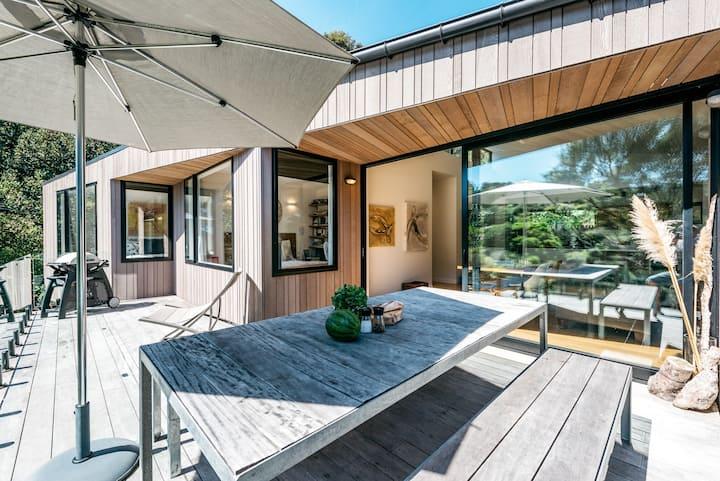 Stunning Designer Home Close to Oneroa