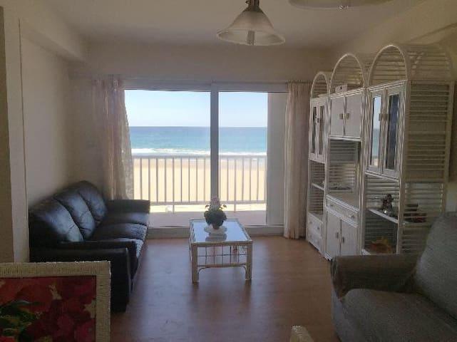 Casa con increibles vistas al mar y a pie de playa