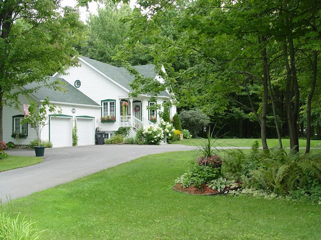 Cottage under the trees - Saint-Lazare - House