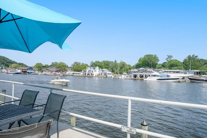 Cute riverfront condo w/ shared deck, kitchenette, & free cable - close to beach