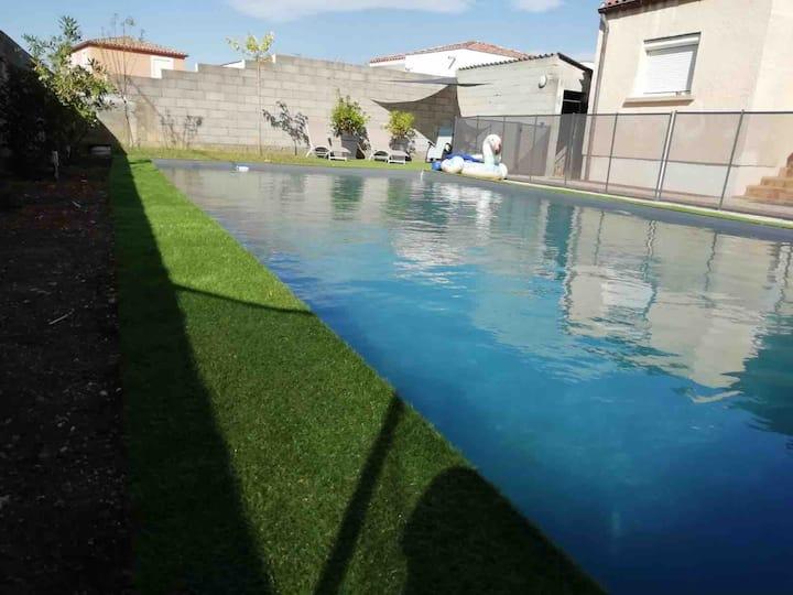 Villa 6/8 personnes piscine privée coeur d'Hérault