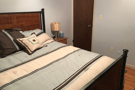Cozy 1BR & bath close to Detroit - Ház