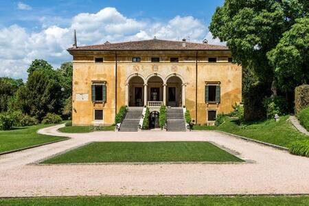 Stupenda Villa Veneta XVI° e Parco - Verona