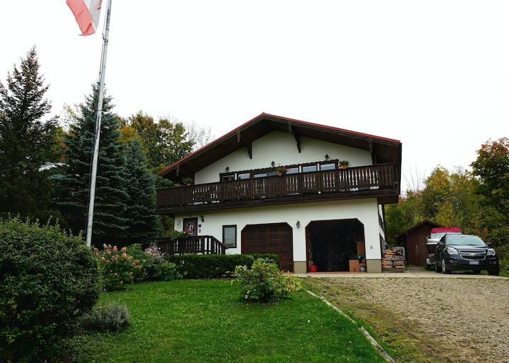 Mountain Top Chalet - Kid and Pet Friendly
