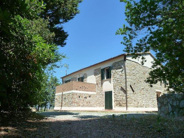 Ferienhaus mit grossem Garten - Pastina