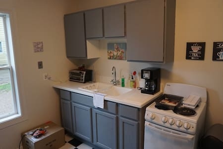 Rehabbed Charlevoix 1 Bedroom in a Great Location - Flat