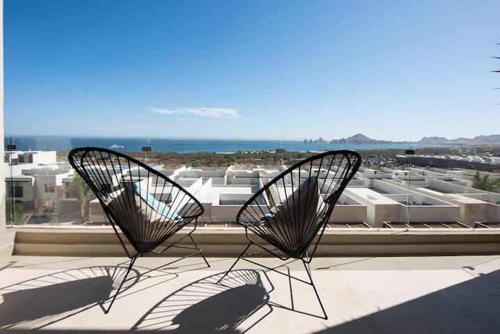Amazing 1 BRCondo ocean front view, next to Costco