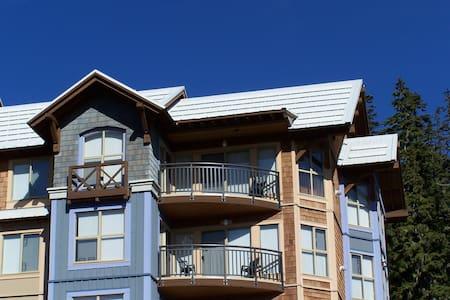 Deluxe Top Floor Ski Condo - Comox-Strathcona C