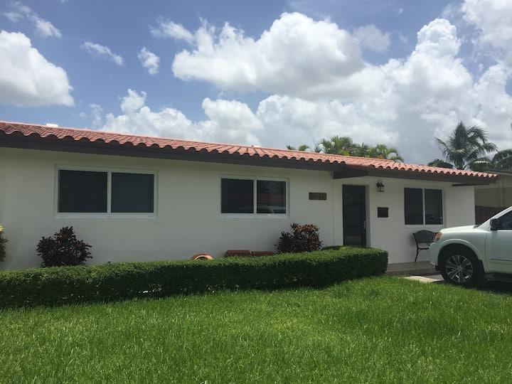 Room in Miami, private entrance,great location