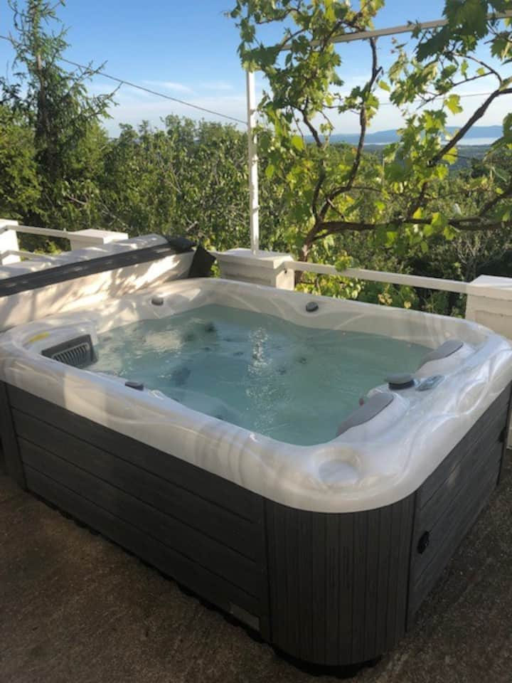 Apartment Paris with jacuzzi and sea view!