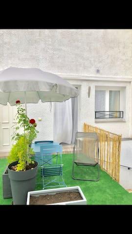 Studio aménagé + Terrasse + Parc Buttes Chaumont