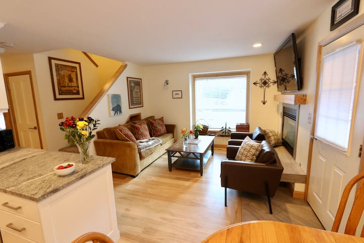 Daly Ave 3b/2b: Old Town PC, Trails, and Nature!