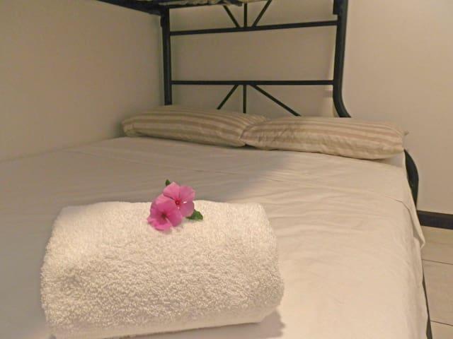 limpieza, ropa de cama de calidad y lavada con detergente anti alergeno te haran descanzar placidamente.