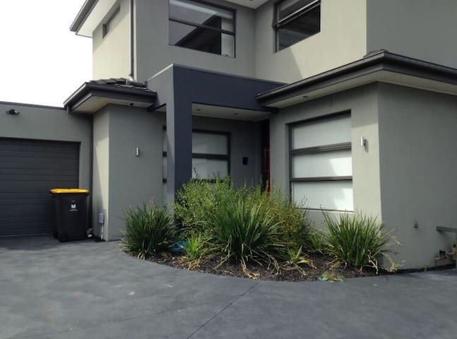 Mordern townhouse. - Oakleigh East - House