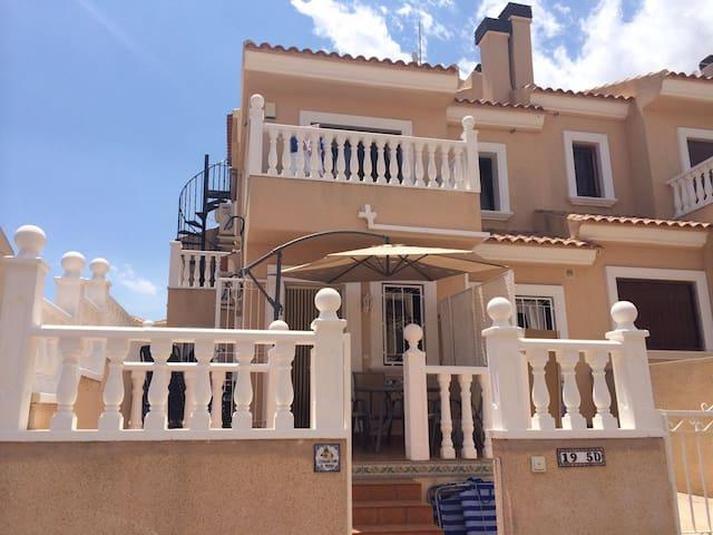 Spanish villa close to golf area - San Miguel de Salinas - 別荘