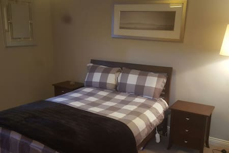 Spacious En-Suite Bedroom with private entrance! - Kerry - Other