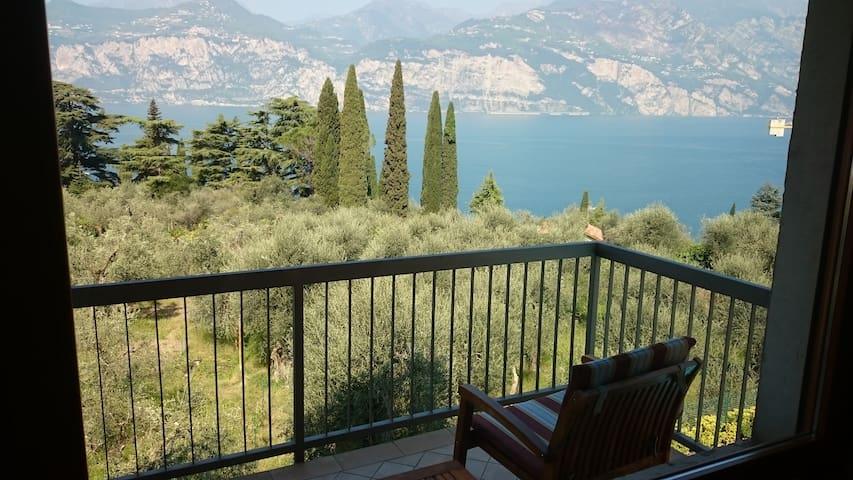 Bilocale con stupenda vista sul Lago di Garda - Malcesine - Vakantiewoning
