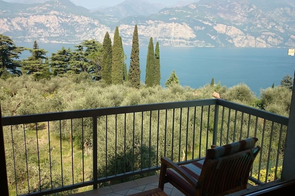 Bilocale con stupenda vista sul lago di garda case in for Case affitto lago di garda capodanno