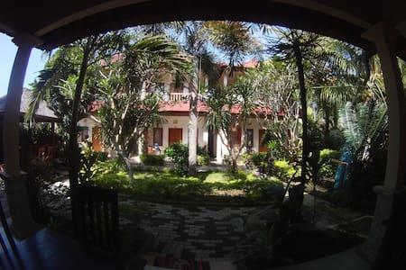 Medewi Beach Inn Homestay and Restaurant - Pekutatan - Appartement