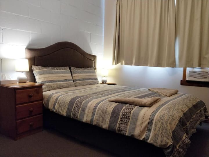 Pet Friendly Value Queen Bed Twelve Apostles Motel