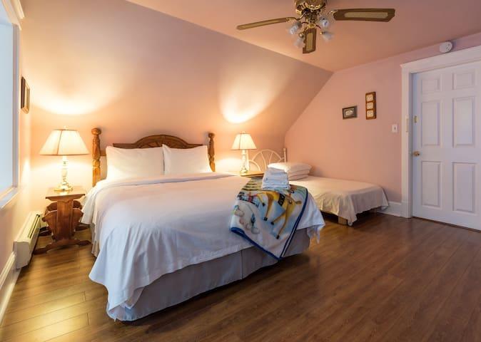 设施齐全的温馨公寓(二楼)