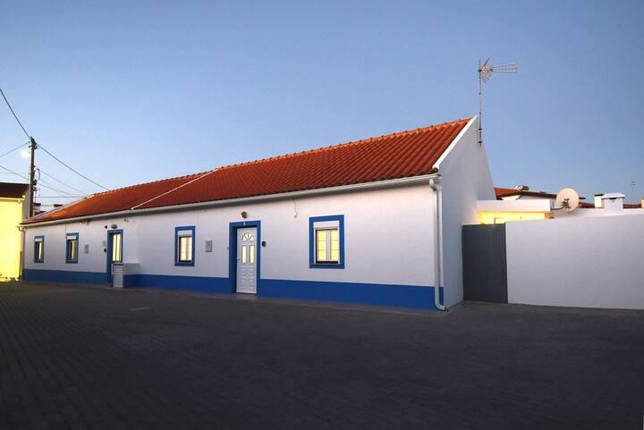 Casa dos Rouxinóis - Villa with Patio & Barbecue