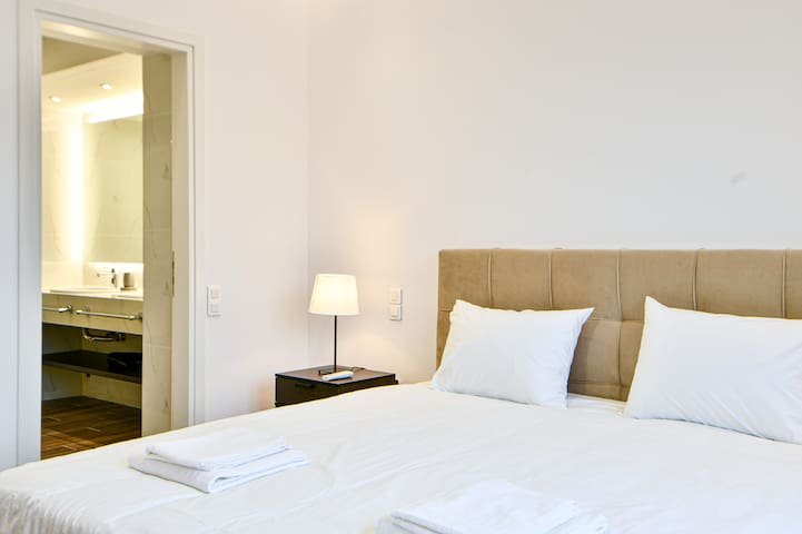 Newly-Luxury-Renovated Suite in Glyfada Centre