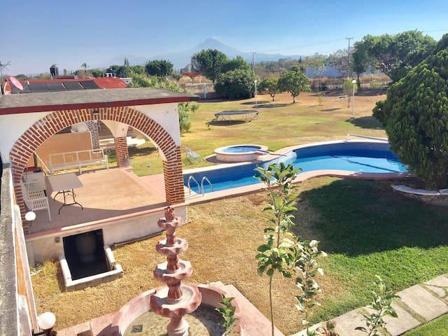 FInca paraíso con 3000m de espacio - Morelos - House