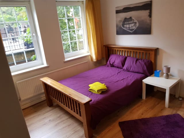Fantastic double room with great transport links