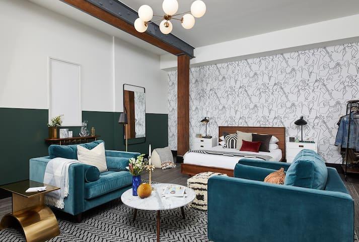 Domio Baronne St. | Pleasant Studio Suite | Rooftop Pool