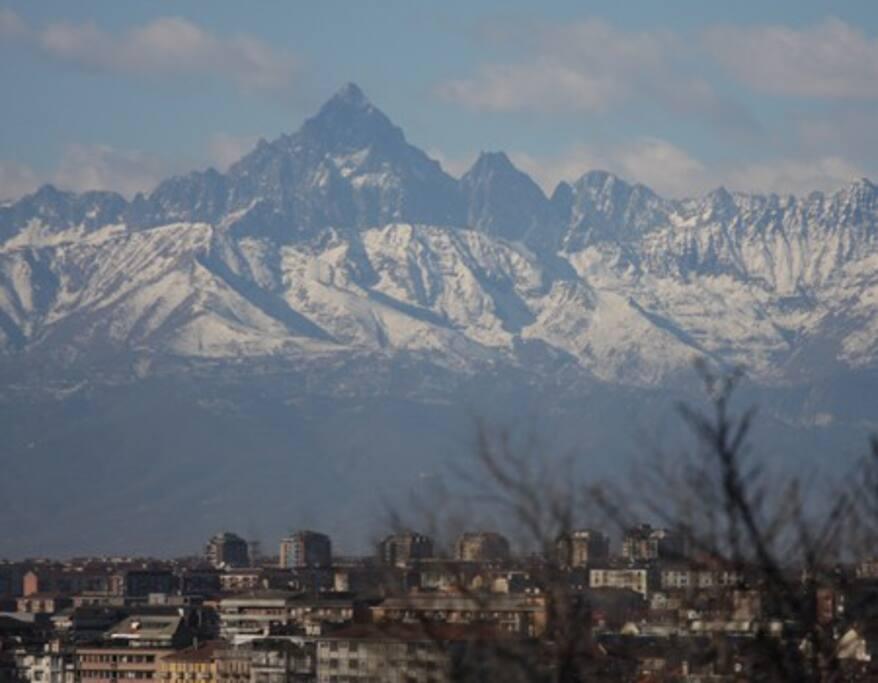 Panorama con vista sul Monviso.