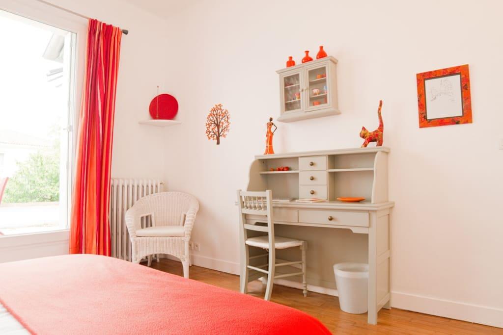 Le m rier chambre orange chambres d 39 h tes louer toulouse midi pyr n es france - Chambre d hotes orange ...