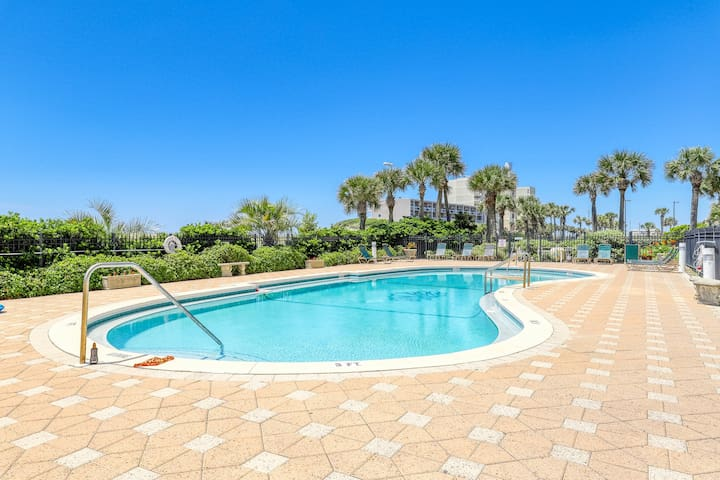 Luxury condo w/ incredible Gulf view, wrap-around deck & shared pool