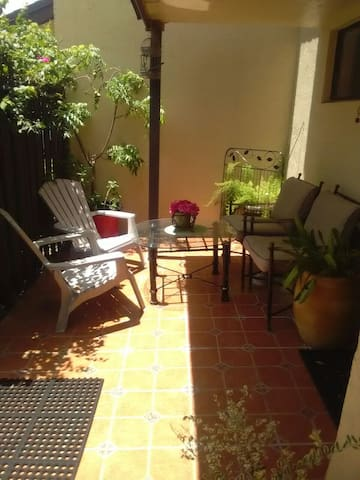 Cute and Cozy in the City - Pembroke Pines - Casa