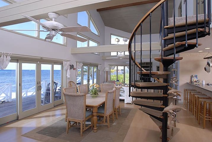 Castaway Cove: Beachfront Villa w/ Superb Snorkeling and Caribbean Sea Views