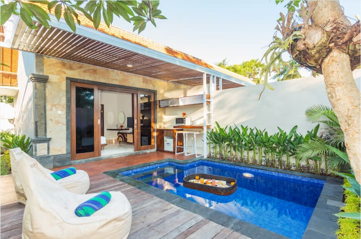 Cozy Living in Villa with Plunge Pool at Seminyak