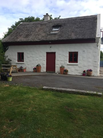 Beautiful thatched cottage in Spiddal.