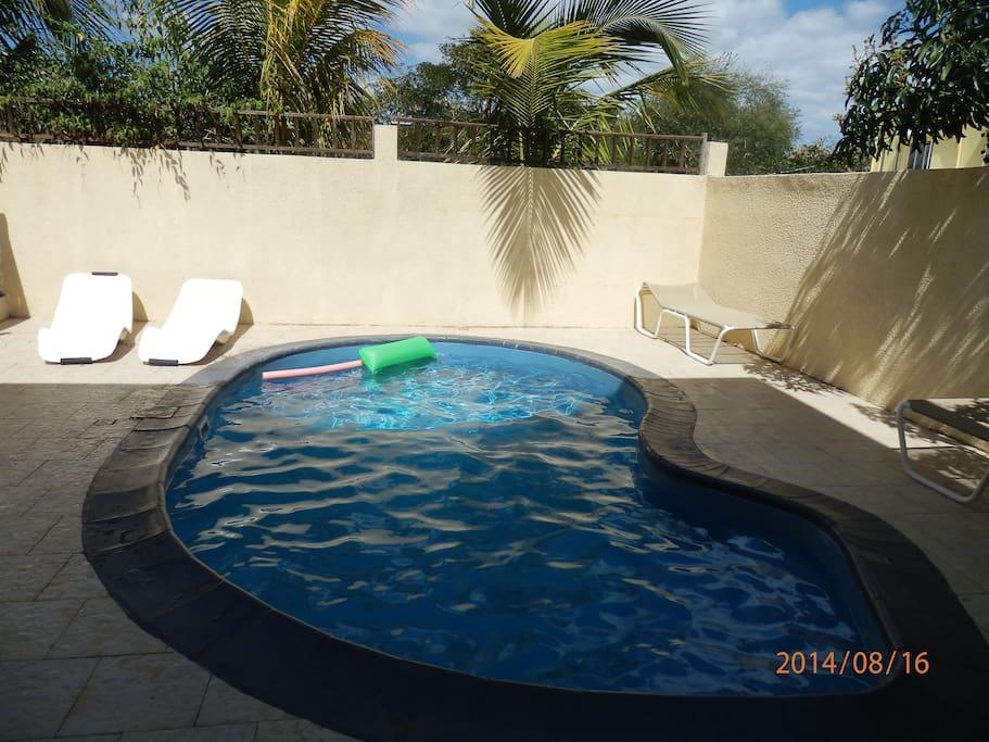 Villa avec piscine wifi gratuit maisons louer flic for Campement avec piscine a louer flic en flac