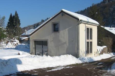 Charmante petite maison de campagne - Amont-et-Effreney