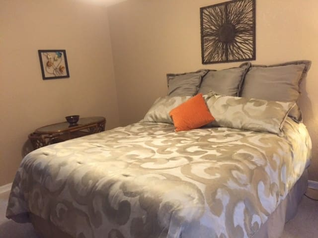 Clean and comfortable room in the high desert - Helendale - Hus
