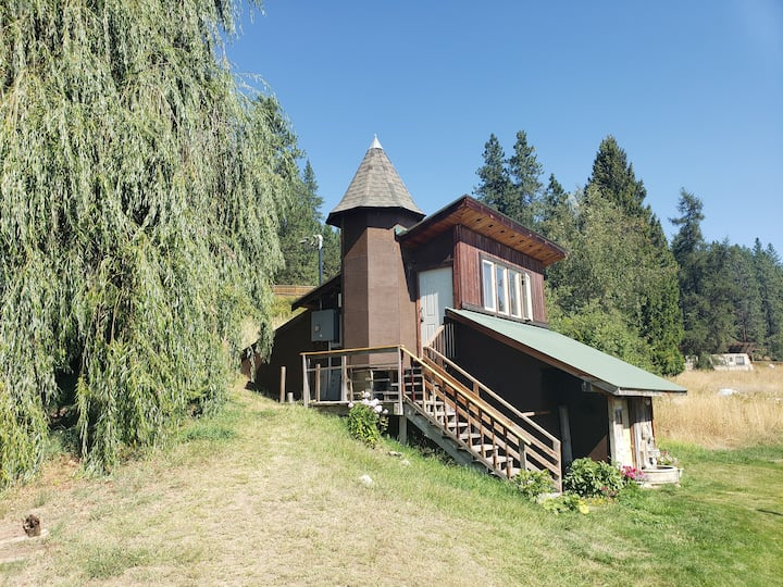 Rural, Rustic, Lake Roosevelt  Retreat