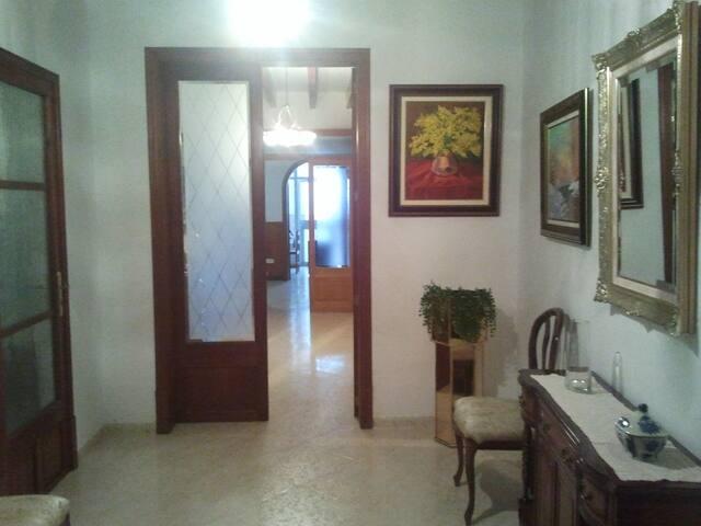 Casa típica de pueblo mallorquina. - Llucmajor - House