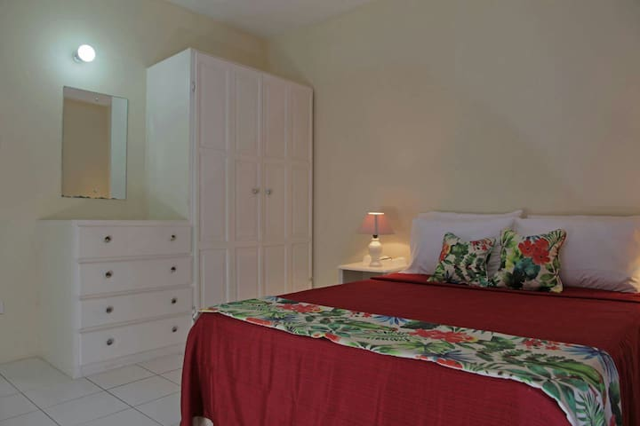 Hibiscus Apartment near the Beach