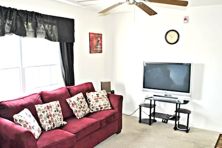 Enjoy Private condo on Second Floor of Condominimum.  Have Private bathroom in bedroom and Walk-in Closet.  Have individual Wi-Fi network. 1/2 from FAMU and minutes from FSU.