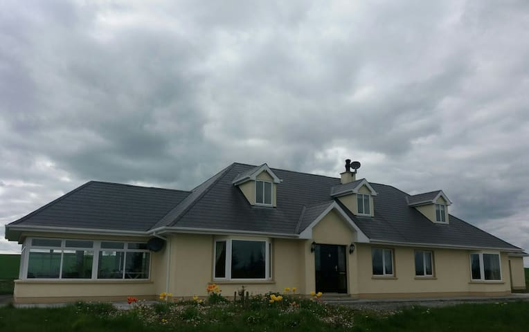 Large, comfortable house in country - Castletownroche, County Cork, IE - Hus
