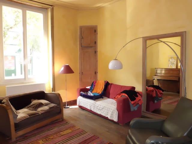 CHARME ET CARACTERE EN HYPER CENTRE - Angers - Lägenhet