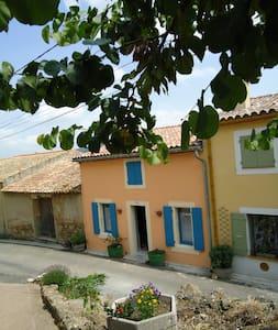 la maison des remparts - Saint-Jean-de-Barrou