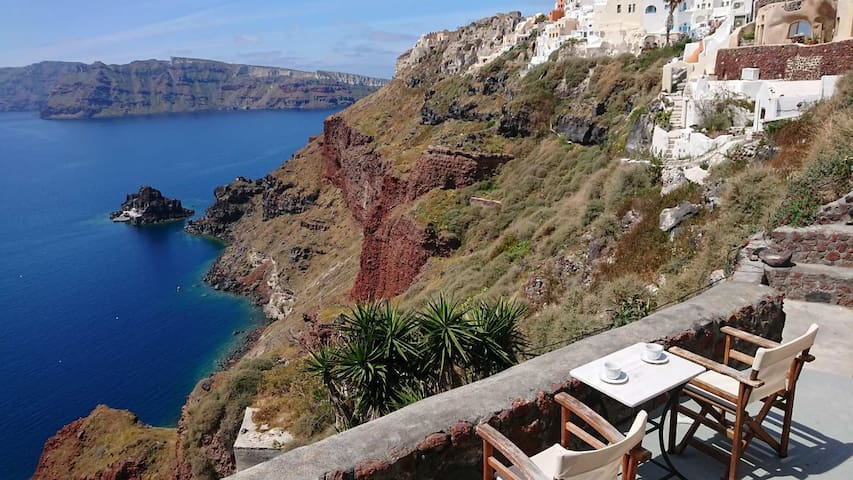 Oia Waves large apartment and small Studio