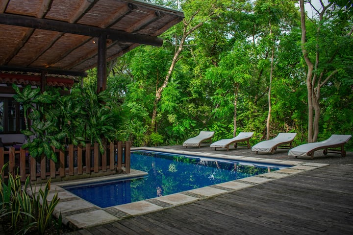 Villa Ocotal - Beach front naturally luxurious